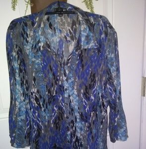 Blouse in shades of blue.